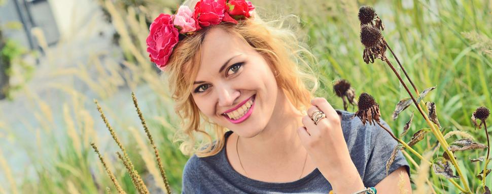 Monika Locamonrosa Różanek prezentująca produkty handmade